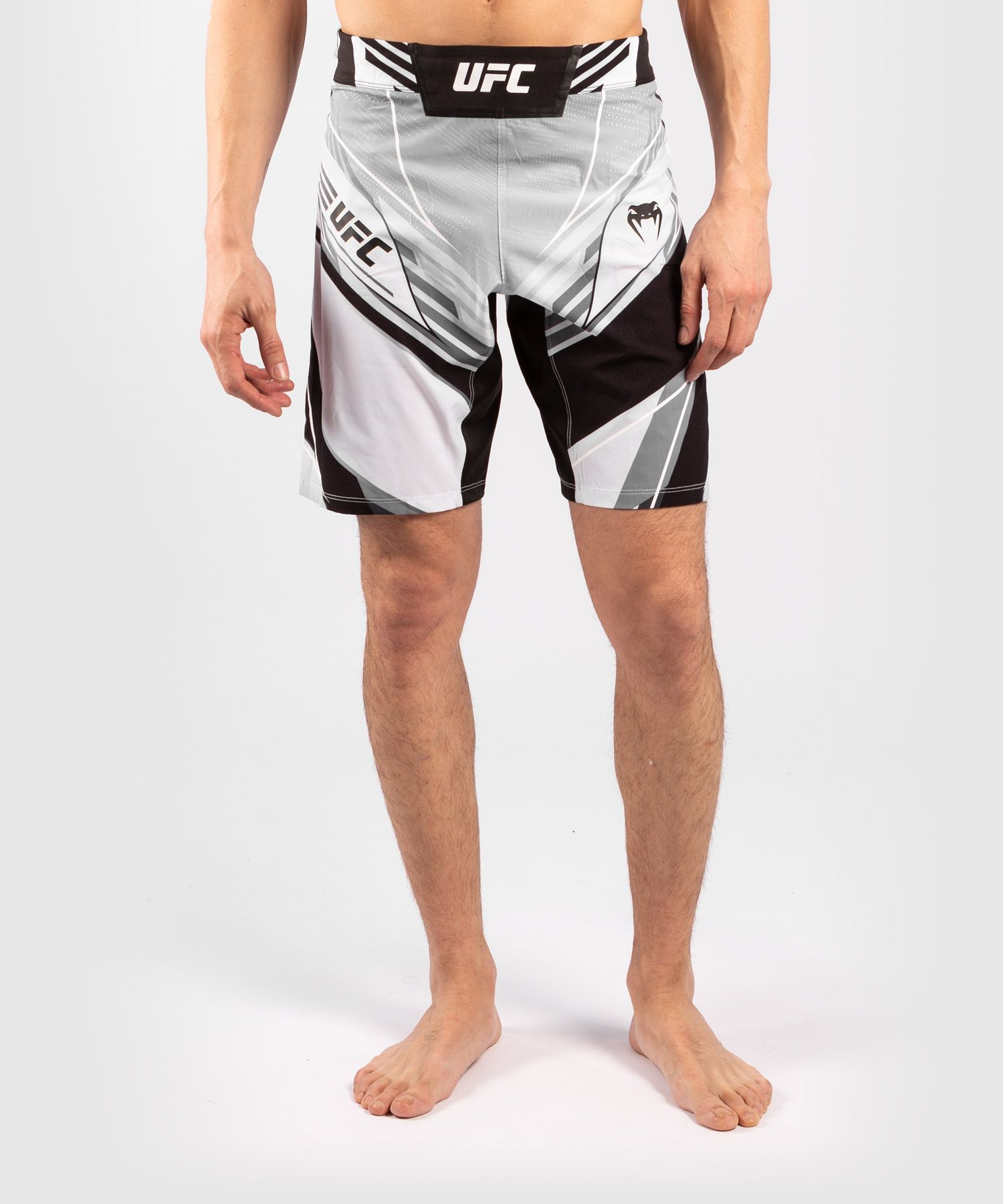 UFC 베넘 어쎈틱 파이트 나이트 남성 쇼츠 - 롱 핏 - 하얀