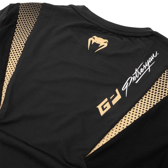 Футболка Venum Petrosyan Dry Tech – черная/золотистая